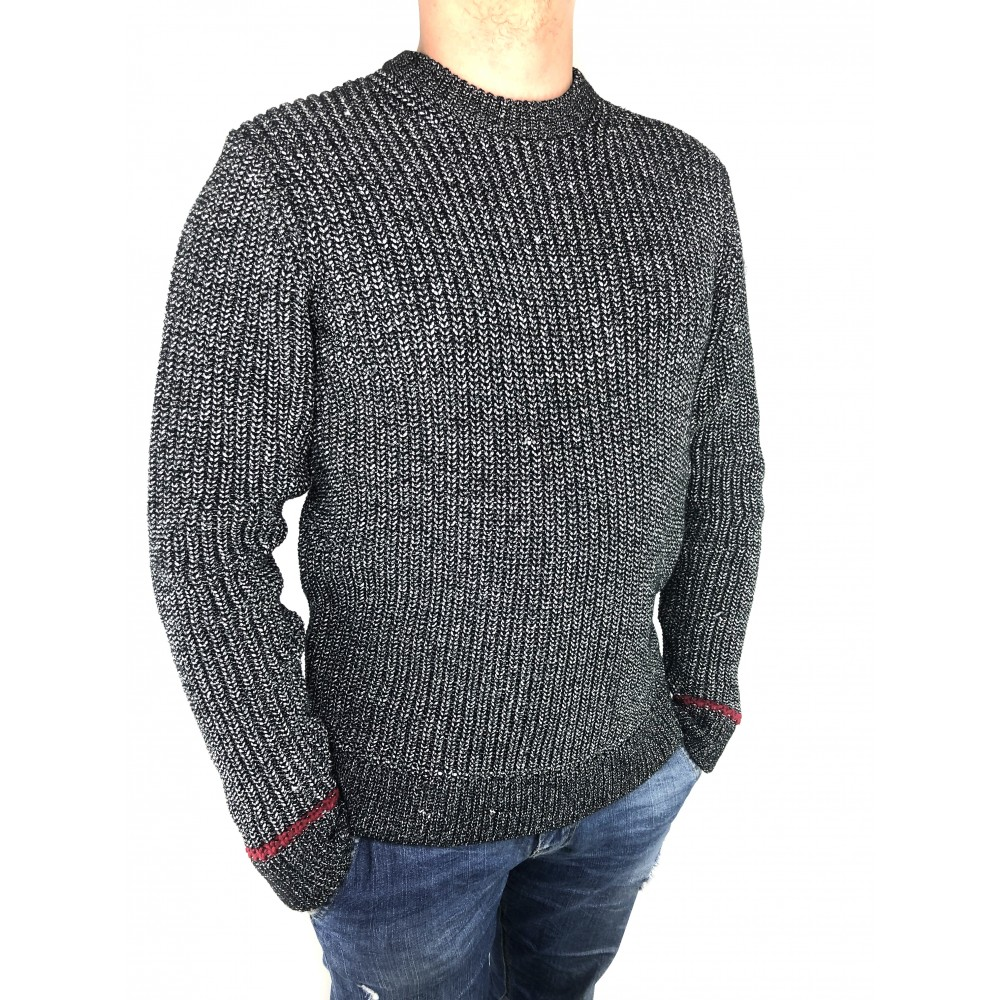 Reserved men's black and white color  patterned sweater