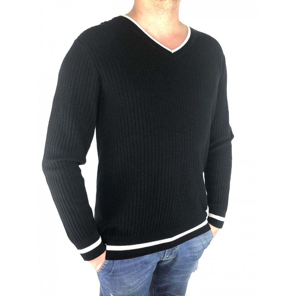 Reserved men's sweater, patterned weave, V-neck, black color