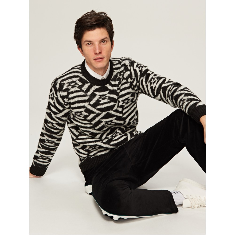 Reserved men's sweater black and white color ornament