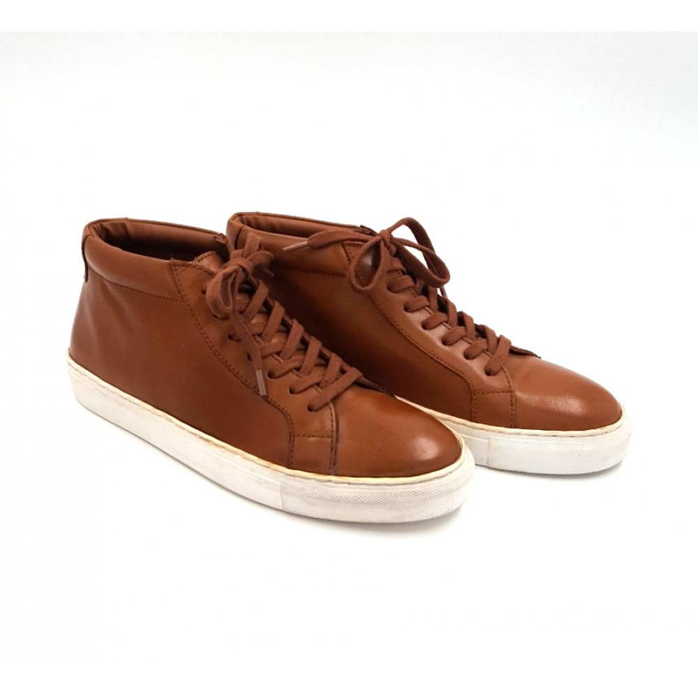 Reserved men's leather shoes